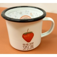 Enamelled cup Strawberry